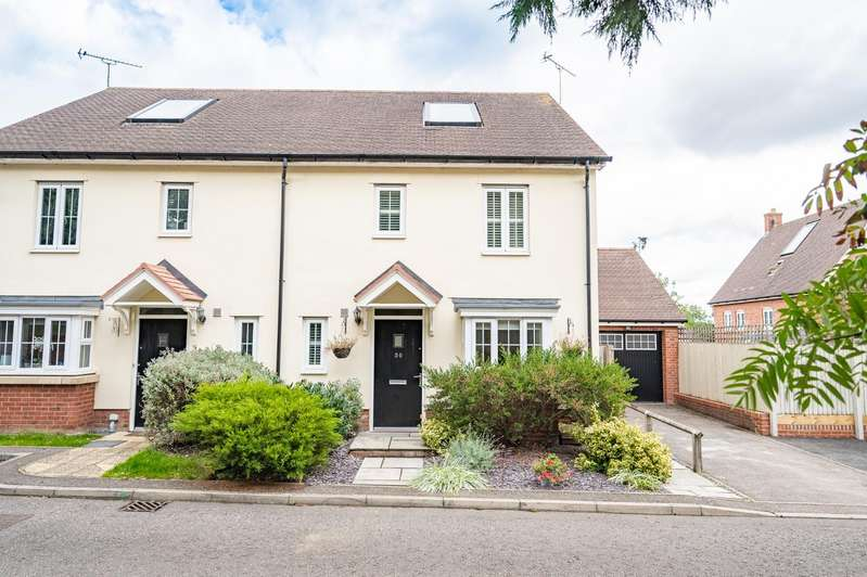 3 Bedrooms Semi Detached House for sale in Barley Lane, Dunmow