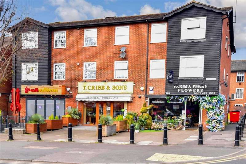 2 Bedrooms Flat for sale in High Road, , Loughton, Essex