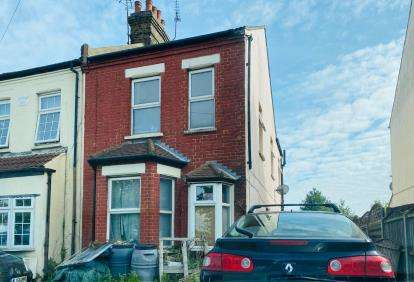 2 Bedrooms Semi Detached House for sale in Southend-On-Sea, ., Essex