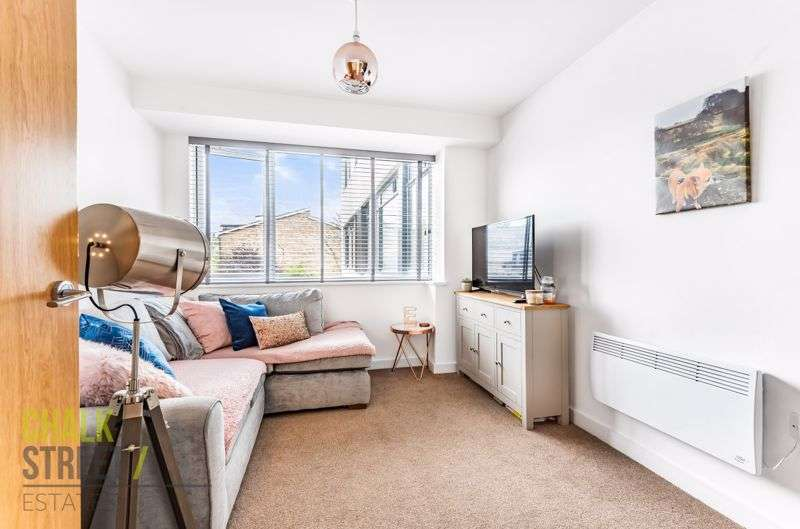 1 Bedroom Property for sale in Queens Moat House, St. Edwards Way, Romford, RM1