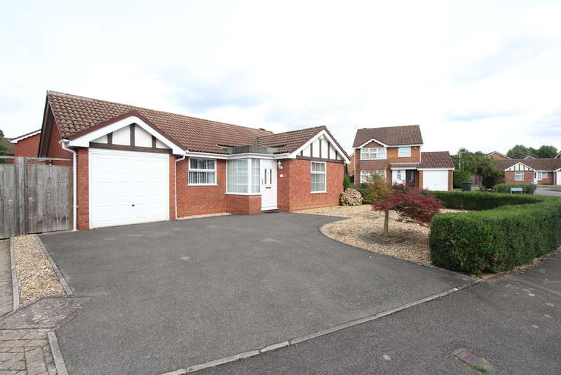 2 Bedrooms Bungalow for sale in Churchview Drive, Barnwood, Gloucester, GL4