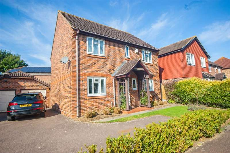 4 Bedrooms Detached House for sale in Beeleigh Link, Chelmer Village, Chelmsford