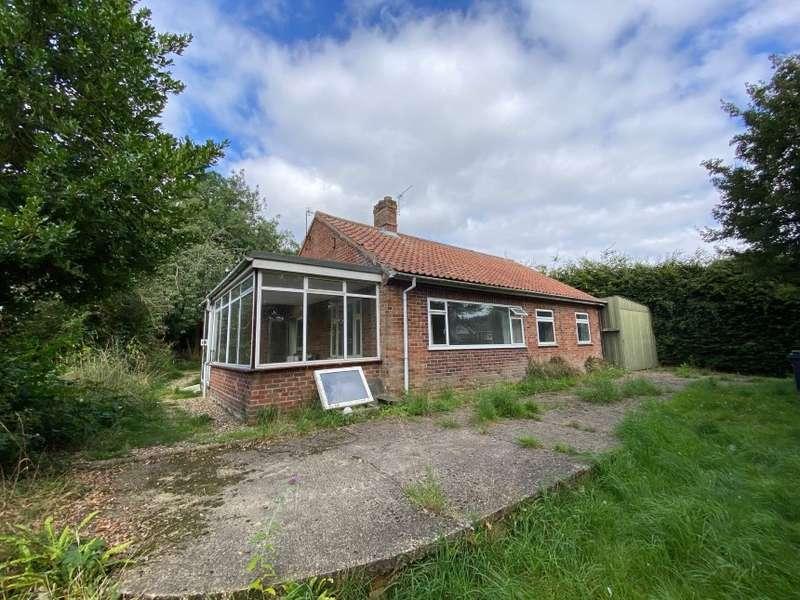 4 Bedrooms Detached Bungalow for sale in 7 Bears Lane, Hingham, Norwich, Norfolk