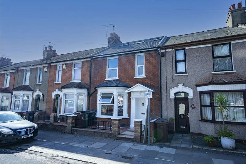 5 Bedrooms Terraced House for sale in Essex Road, Barking, IG11