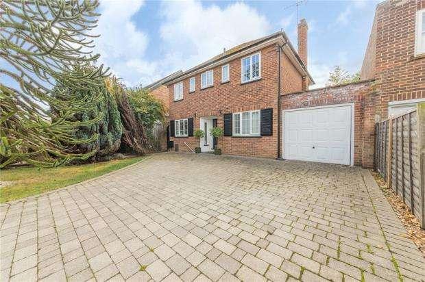 3 Bedrooms Link Detached House for sale in Green Lane, Windsor, Berkshire