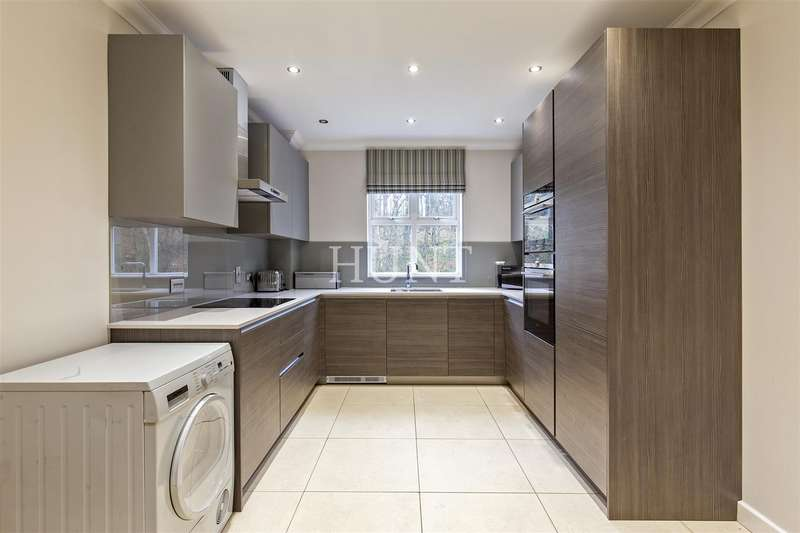 2 Bedrooms Apartment Flat for rent in The Manor, Repton Park, IG8