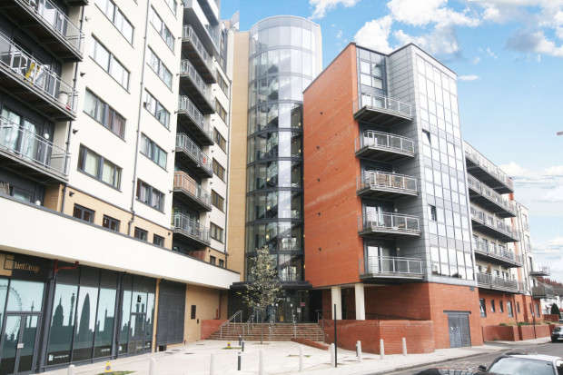 2 Bedrooms Apartment Flat for sale in Gabrielle House Perth Road, Ilford, IG2