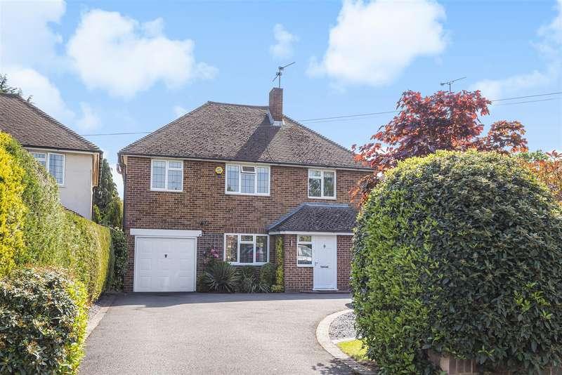 4 Bedrooms Detached House for sale in Rances Lane, Wokingham, Berkshire, RG40 2LG