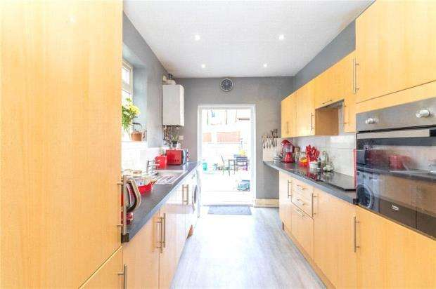 3 Bedrooms Terraced House for sale in Wallis Avenue, Southend-on-Sea, Essex