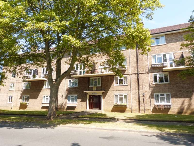 2 Bedrooms Flat for rent in Priors Road, Lynworth, Cheltenham, GL52 5AS