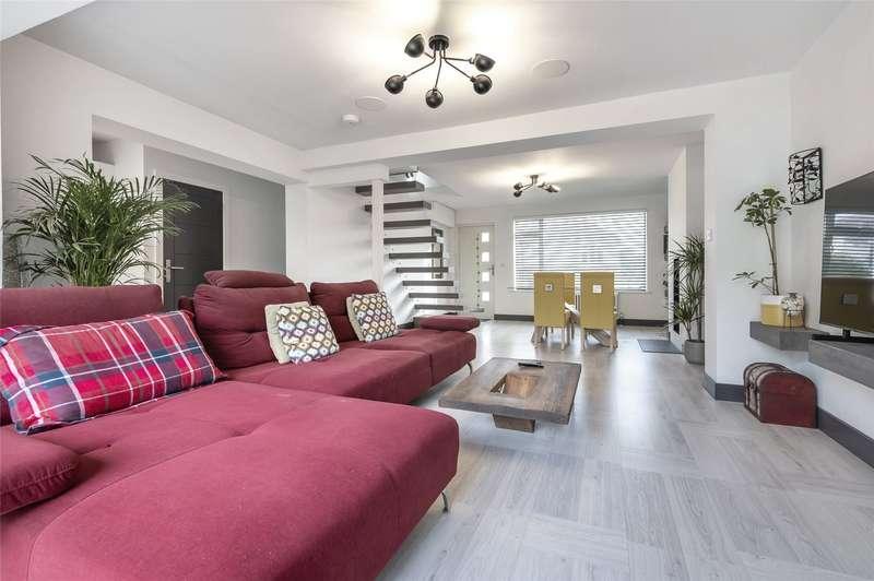 3 Bedrooms Semi Detached House for sale in Tabernacle Road, Hanham, BS15