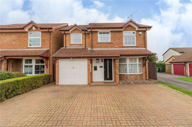 4 Bedrooms Detached House for sale in Fernhurst Road, Calcot, Reading
