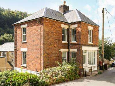 4 Bedrooms Detached House for sale in High Street, Chalford, Stroud