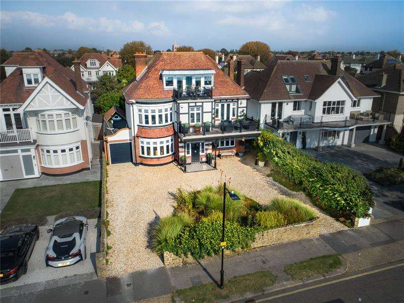 5 Bedrooms Detached House for sale in Thorpe Bay Gardens, Thorpe Bay, Essex, SS1