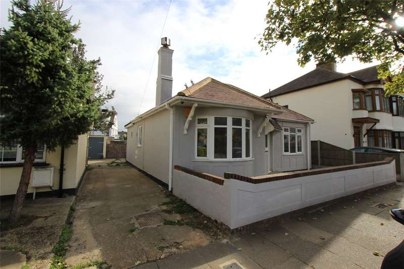 3 Bedrooms Detached Bungalow for rent in Tunbridge Road, Southend-on-Sea, SS2