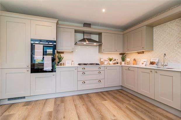 3 Bedrooms Semi Detached House for sale in Buttenshaw Avenue, Arborfield, Reading