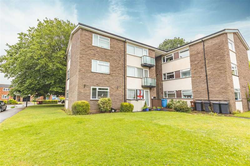 2 Bedrooms Apartment Flat for sale in Chantry Close, Windsor