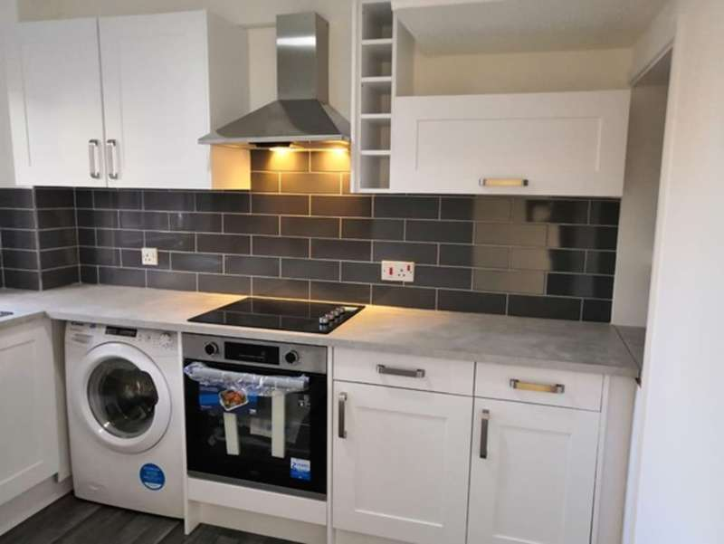 2 Bedrooms Terraced House for rent in Allerton Close, Rochford