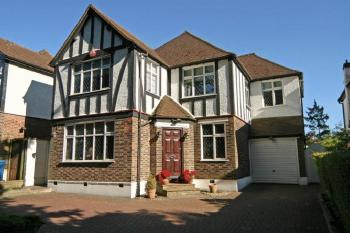 5 Bedrooms Detached House for sale in London Road, Stanmore
