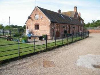 3 Bedrooms House for sale in Upper Reule Farm, Newport Road, Haughton, Stafford