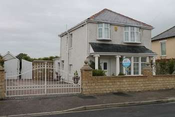 3 Bedrooms Semi Detached House for sale in Limes Avenue, Morecambe
