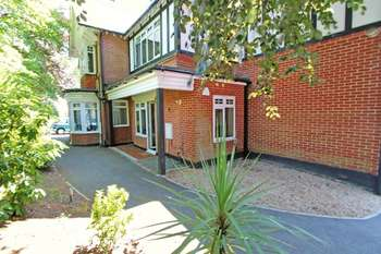 2 Bedrooms Flat for sale in Sandecotes Road, Poole