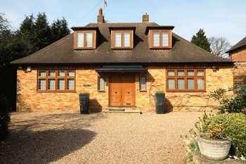 3 Bedrooms Detached House for sale in Windmill Lane, Bushey Heath
