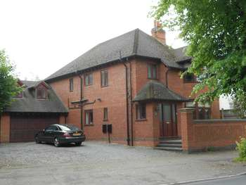 4 Bedrooms Detached House for sale in Leicester Road, Nuneaton