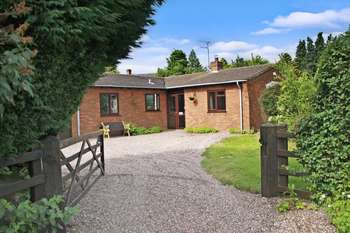 3 Bedrooms Detached Bungalow for sale in Old Coach Road, Bishops Wood, South Staffordshire