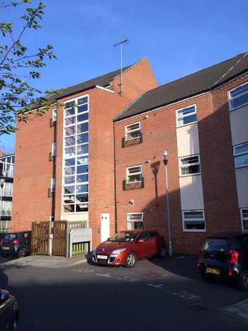 2 Bedrooms Flat for sale in Montvale Gardens, Off Blackbird Road, LE4