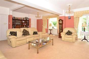 5 Bedrooms Detached House for sale in St. Georges Road, Sandwich, Kent