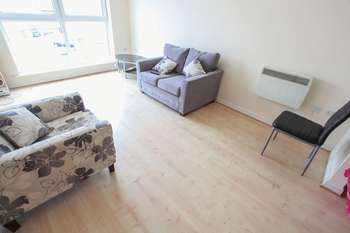 2 Bedrooms Flat for sale in Lowbridge Court, Garston, Liverpool