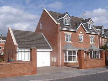 5 Bedrooms Detached House for sale in Myrtle Way, Brough