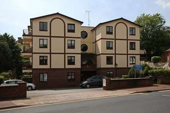 1 Bedroom Flat for sale in Walnut Road, Chelston, Torquay