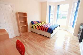 7 Bedrooms Terraced House for rent in Greenbank Road, Liverpool L18 1HN (2017-18 Academic Year)