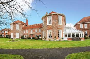 4 Bedrooms End Of Terrace House for sale in Milford House, Church Hill, Milford On Sea, Hampshire, SO41