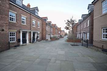 3 Bedrooms Terraced House for sale in Hamilton Walk, Beverley