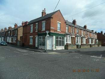 3 Bedrooms Terraced House for sale in Russell Road NG7 6GZ