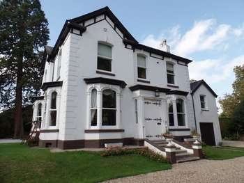 7 Bedrooms Detached House for sale in Newark Road, Lincoln