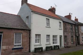 3 Bedrooms Terraced House for sale in Castle Street, Norham, Berwick-Upon-Tweed