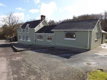 2 Bedrooms Property for sale in PEN-Y-FFIN HOUSE, Nantgaredig, CARMARTHENSHIRE, SOUTH WEST WALES