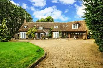 5 Bedrooms Detached House for sale in Harper Lane, Radlett