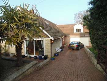 6 Bedrooms Detached House for sale in Longhouse Barn, Penperlleni - 6 Bed Detached Dormer Bungalow