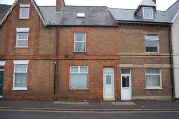 2 Bedrooms Terraced House for sale in 39 Silver Street