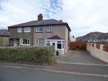 2 Bedrooms Semi Detached House for sale in Maes Y Llan, Penmaenmawr
