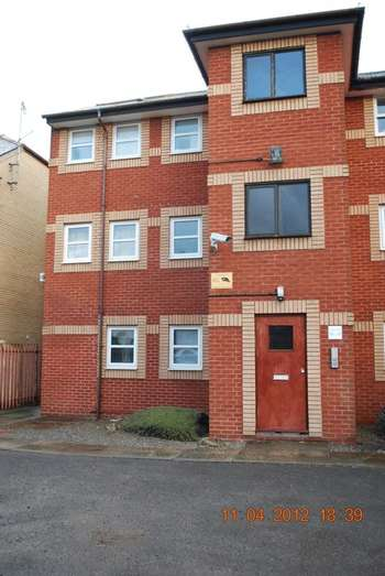 2 Bedrooms Flat for sale in Windsor Mews, Adamsdown Square, Cardiff