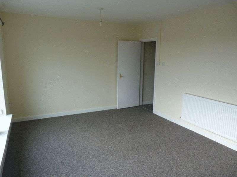 2 Bedrooms Flat for rent in Prenton Lane, Prenton