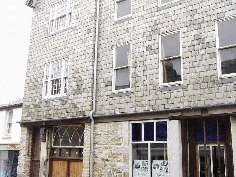 2 Bedrooms Terraced House for sale in Fore Street, Camelford