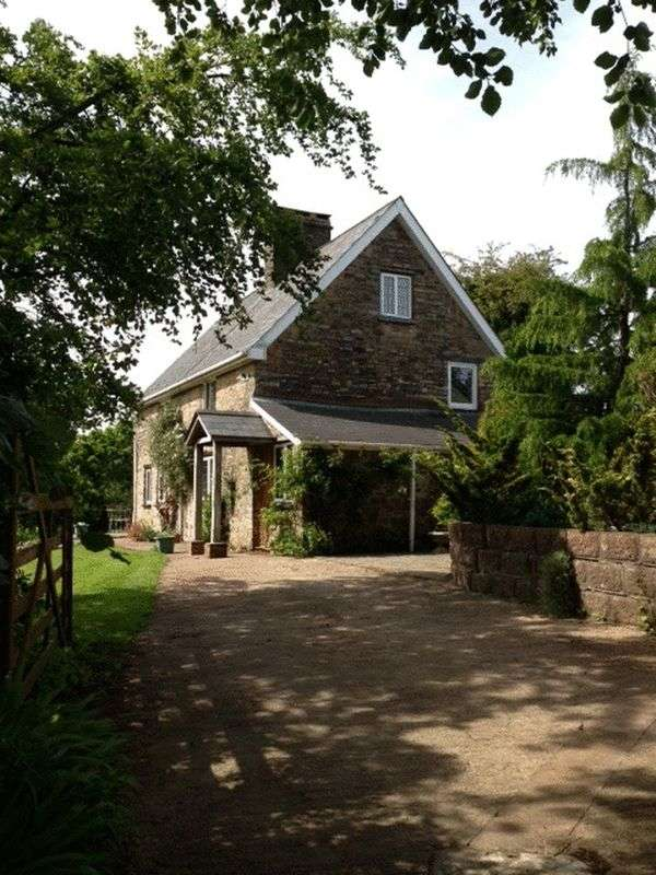 5 Bedrooms Detached House for sale in Bampton, Tiverton