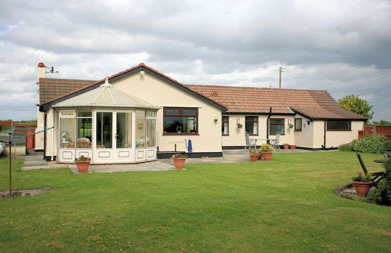3 Bedrooms Detached Bungalow for sale in Moss Lane, Simonswood, West Lancashire